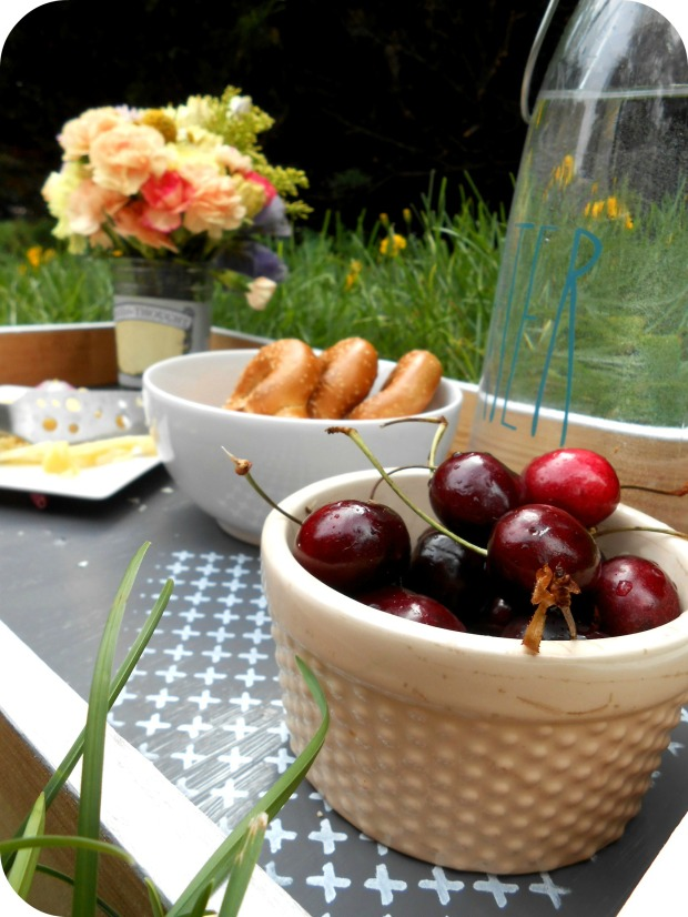 DIY Picnic Tray from pierogi picnic